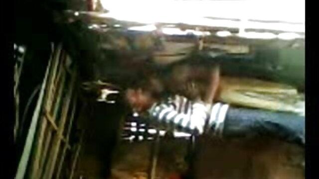 સોનેરી સેક્સ વીડીયો પિચર માં તેલ વાહિયાત હાર્ડ વ્હાઇટ સોફા