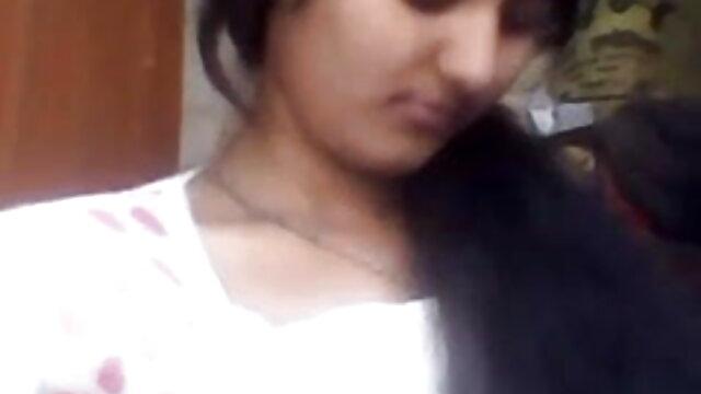બે છોકરીઓ ઇન્ડિયન બીપી સેક્સ પર એક સભ્ય અને એક ગાંડ
