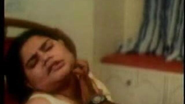 છોકરી ના મોઢા માં નાખી લાંબા સેક્સ વિડિયો ડાઉનલોડ poolside